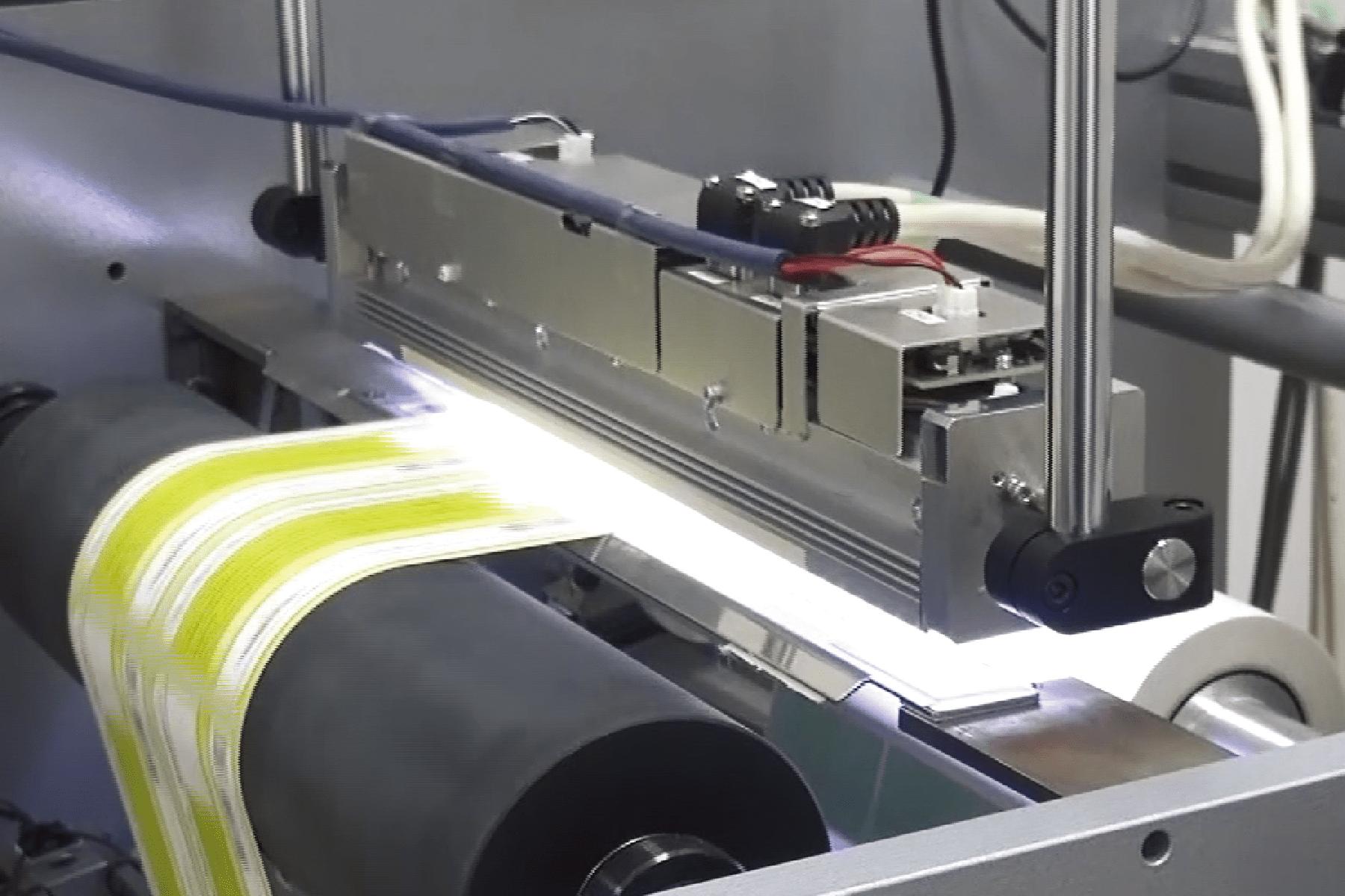 多品種への対応と設定操作の自動化を行うシール・ラベル検査
