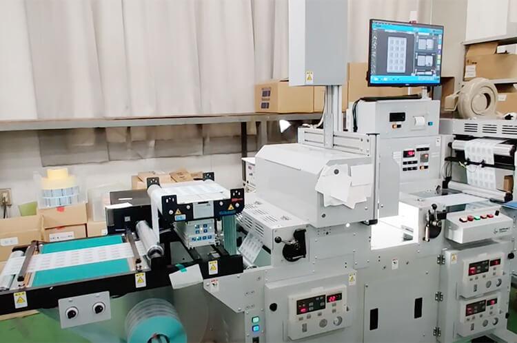 シリウスビジョンのシールラベル印刷検査装置